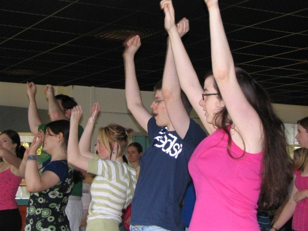 Despite hours of rehearsals, raising the arms AND looking enthusiastic was still a problem